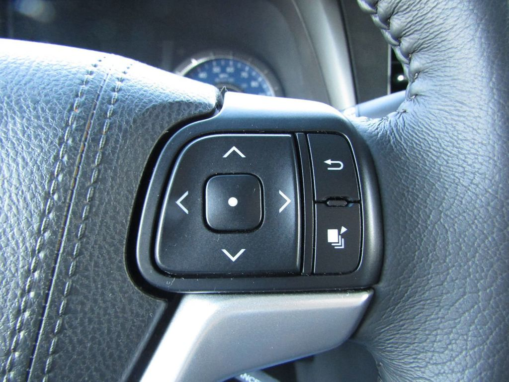 2017 Toyota Sienna XLE AWD 7-Passenger - 17589024 - 15