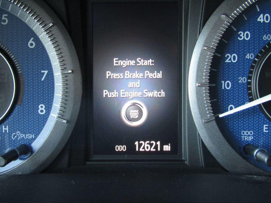 2017 Toyota Sienna XLE AWD 7-Passenger - 17589024 - 16