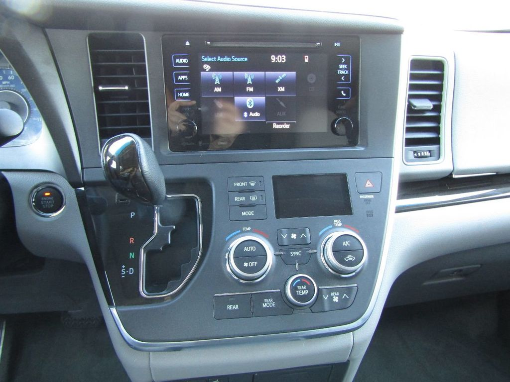 2017 Toyota Sienna XLE AWD 7-Passenger - 17589024 - 17