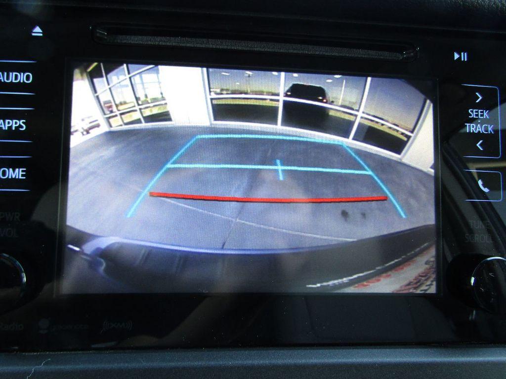 2017 Toyota Sienna XLE AWD 7-Passenger - 17589024 - 19
