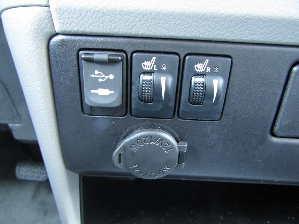 2017 Toyota Sienna XLE AWD 7-Passenger - 17589024 - 22