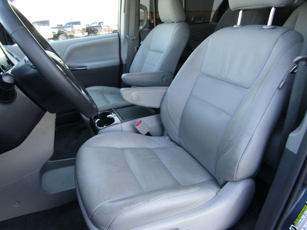 2017 Toyota Sienna XLE AWD 7-Passenger - 17589024 - 29