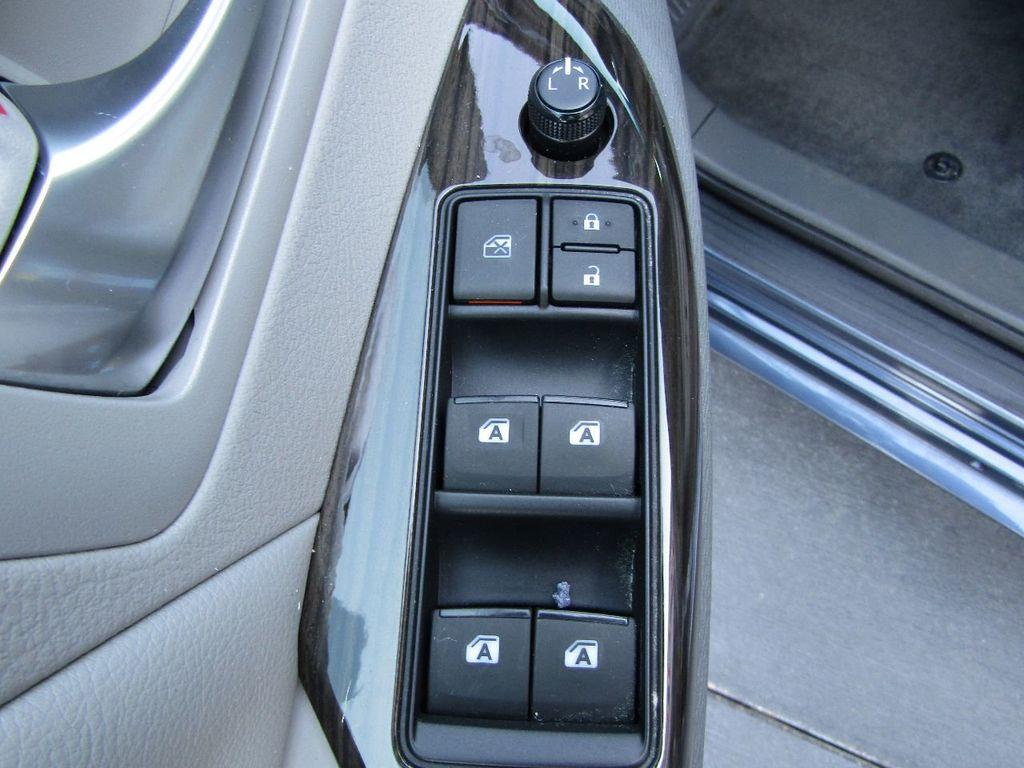2017 Toyota Sienna XLE AWD 7-Passenger - 17589024 - 31