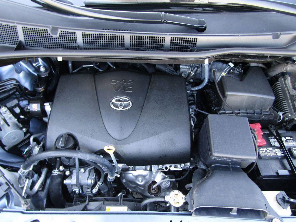 2017 Toyota Sienna XLE AWD 7-Passenger - 17589024 - 34