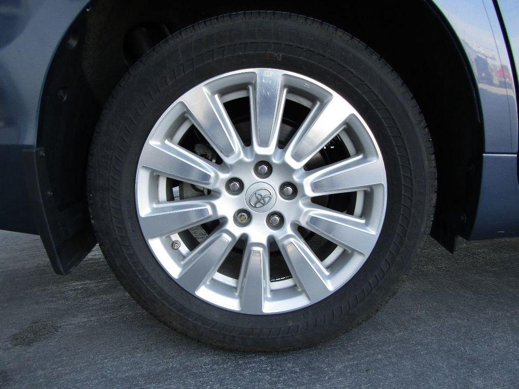 2017 Toyota Sienna XLE AWD 7-Passenger - 17589024 - 45