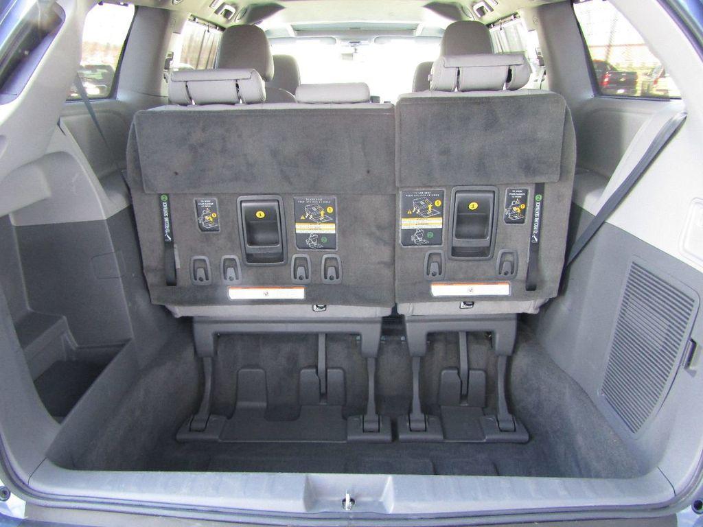 2017 Toyota Sienna XLE AWD 7-Passenger - 17589024 - 4