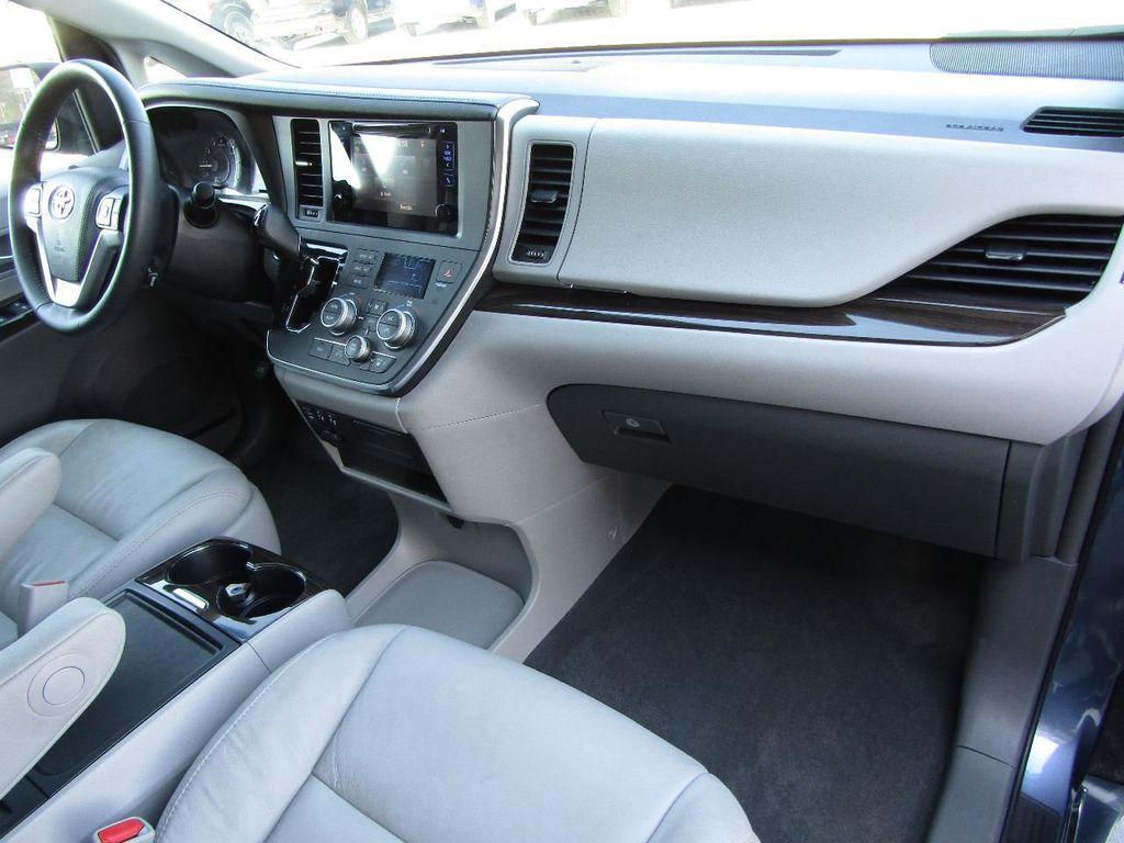 2017 Toyota Sienna XLE AWD 7-Passenger - 17589024 - 8
