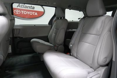 2017 Toyota Sienna XLE Premium FWD 8-Passenger Van - Click to see full-size photo viewer