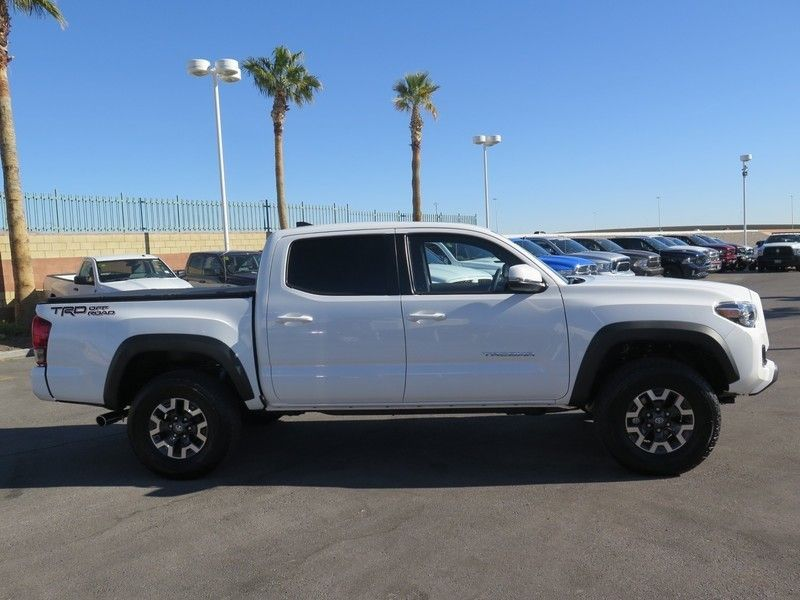 2017 Toyota Tacoma TRD Off Road Double Cab 5' Bed V6 4x2 Automatic - 17183372 - 3
