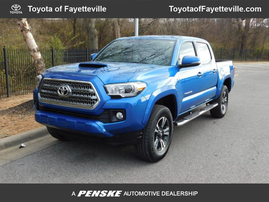 Dealer Video - 2017 Toyota Tacoma TRD Sport Double Cab 5' Bed V6 4x4 MT - 17112081