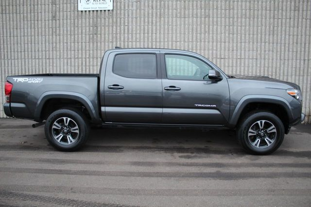 2017 Toyota Tacoma TRD SPORT ONE OWNER 4WD DOUBLE CAB  - Click to see full-size photo viewer