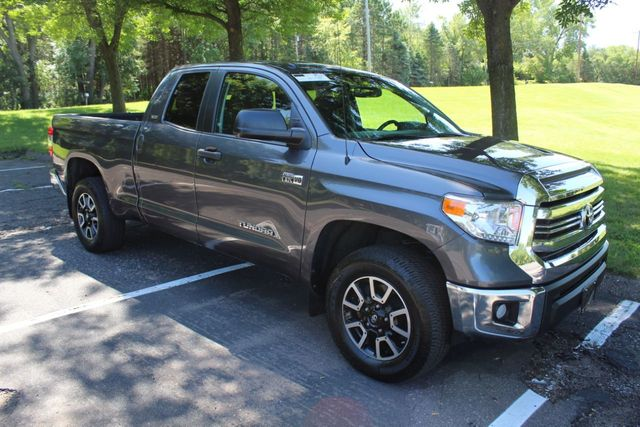 2017 Toyota Tundra ONE OWNER 4WD  TRD OFF ROAD