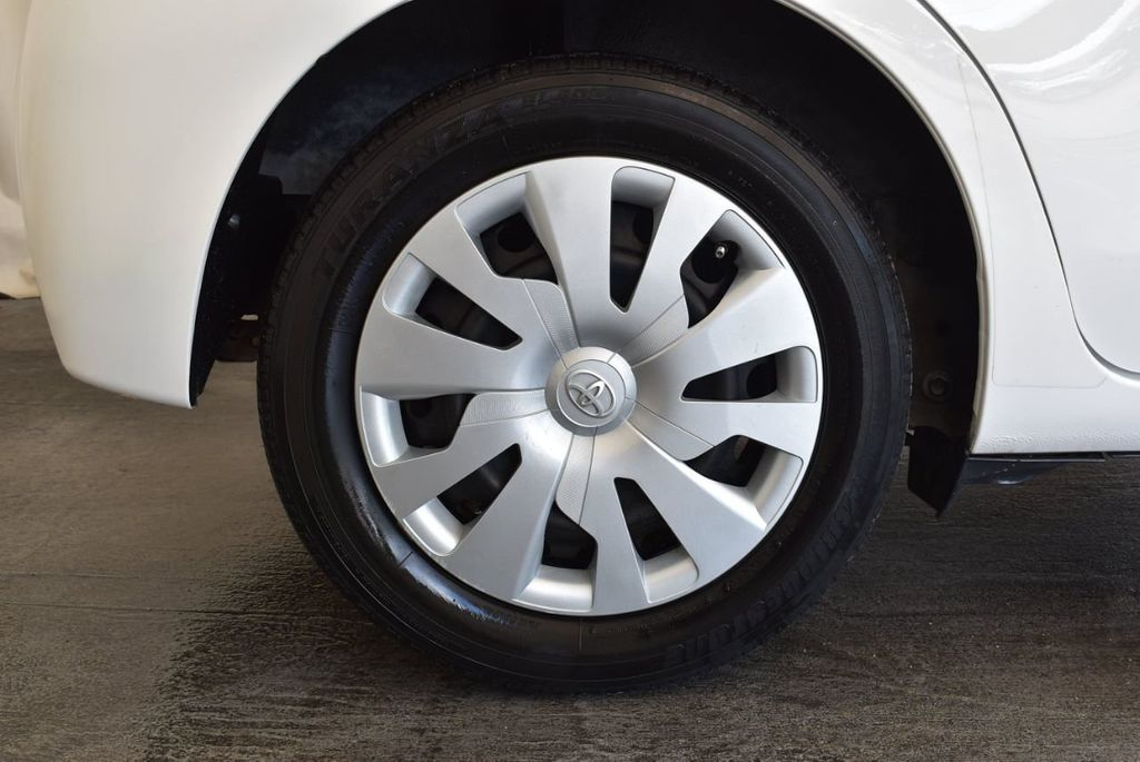 2017 Toyota Yaris 5-Door L Automatic - 18061081 - 9
