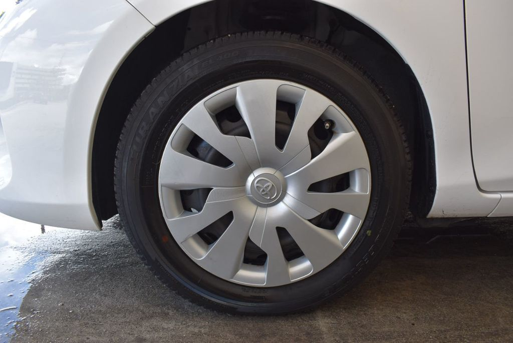 2017 Toyota Yaris 5-Door L Automatic - 18061081 - 11
