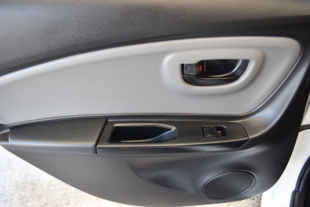 2017 Toyota Yaris 5-Door L Automatic - 18061081 - 13