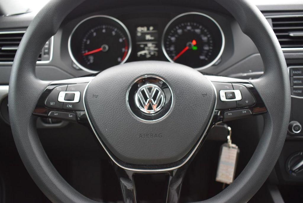 2017 Volkswagen Jetta 1.4T S Automatic - 18712685 - 11