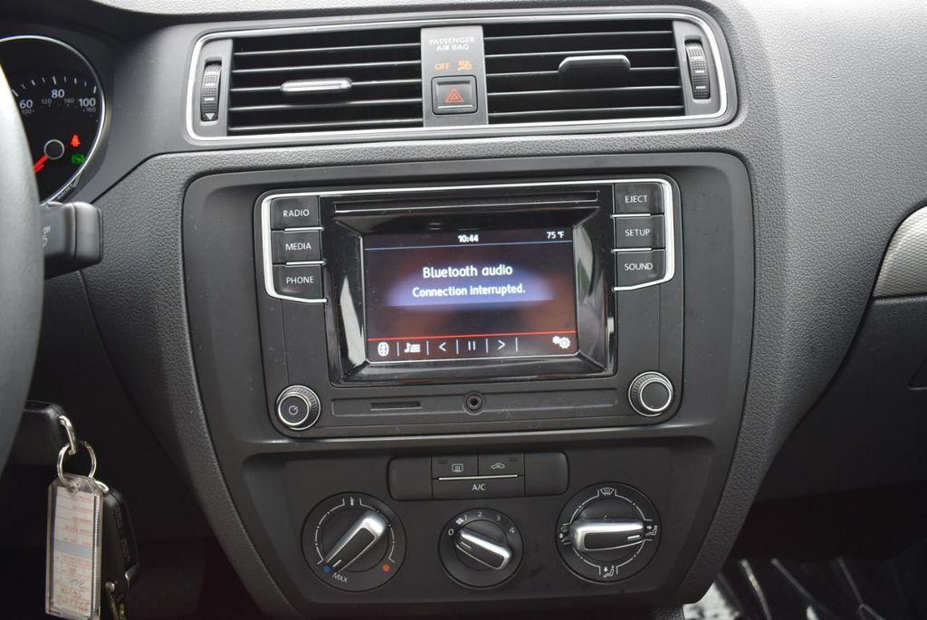 2017 Volkswagen Jetta 1.4T S Automatic - 18712685 - 12