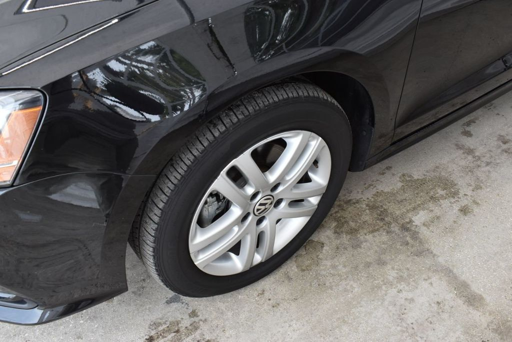 2017 Volkswagen Jetta 1.4T S Automatic - 18712685 - 4