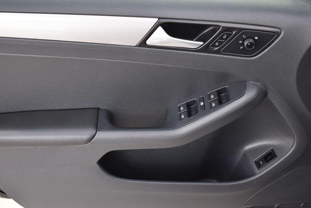 2017 Volkswagen Jetta 1.4T S Automatic - 18571136 - 12