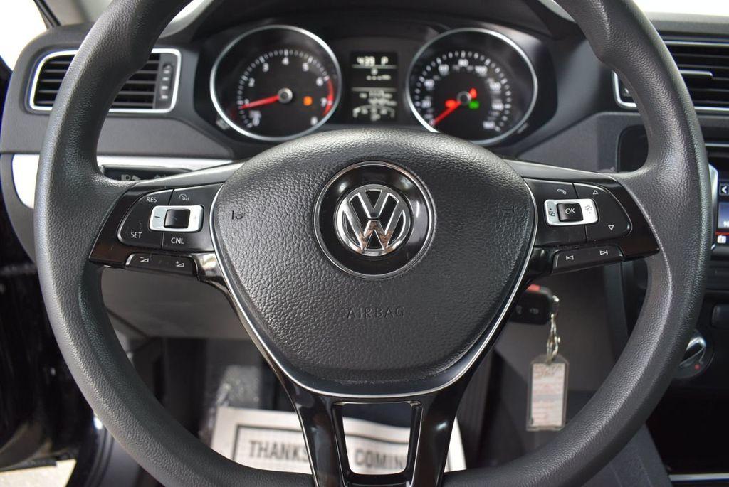 2017 Volkswagen Jetta 1.4T S Automatic - 18571136 - 19