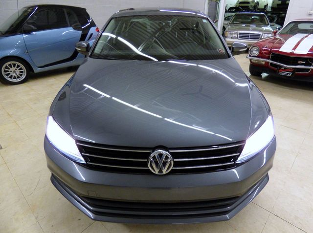 2017 Volkswagen Jetta 1.4T SE Manual - Click to see full-size photo viewer