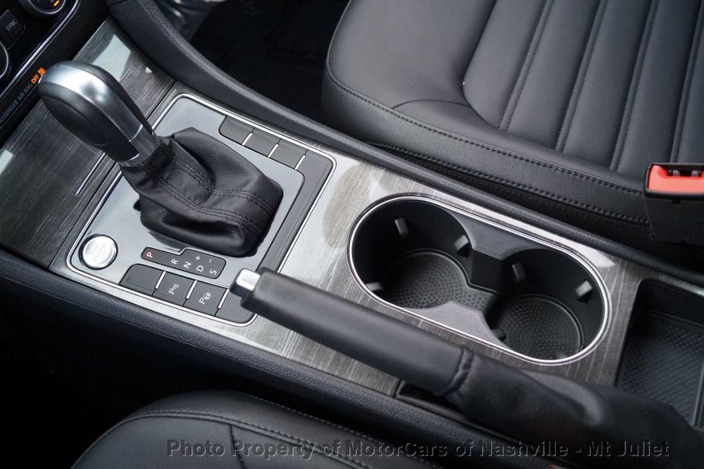 2017 Volkswagen Passat 1.8T SEL Premium Automatic - 18203177 - 37