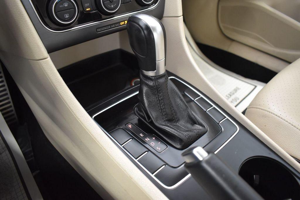 2017 Volkswagen Passat R-Line w/Comfort Pkg Automatic - 18378132 - 21