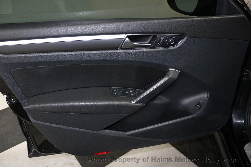 2017 Volkswagen Passat R-Line w/Comfort Pkg Automatic - 17900544 - 10