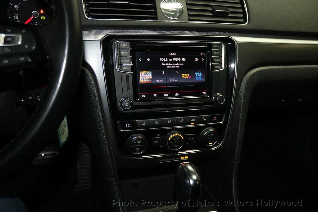 2017 Volkswagen Passat R-Line w/Comfort Pkg Automatic - 17900544 - 19