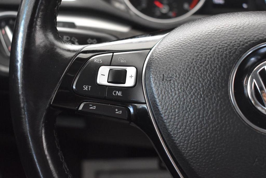 2017 Volkswagen Passat R-Line w/Comfort Pkg Automatic - 18151281 - 19