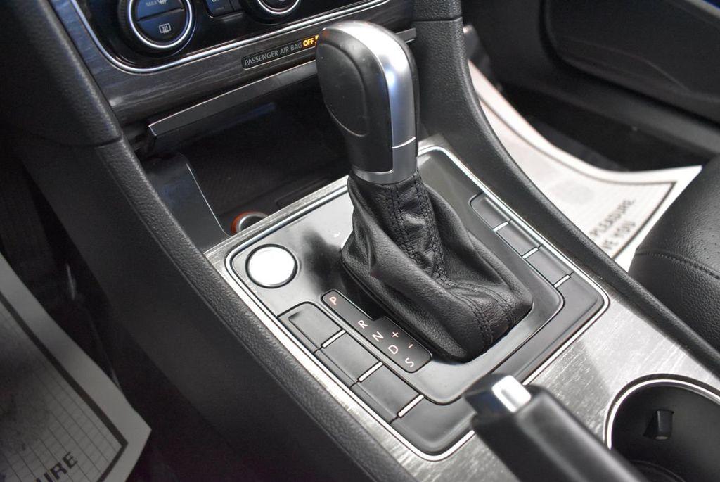 2017 Volkswagen Passat R-Line w/Comfort Pkg Automatic - 18151281 - 21