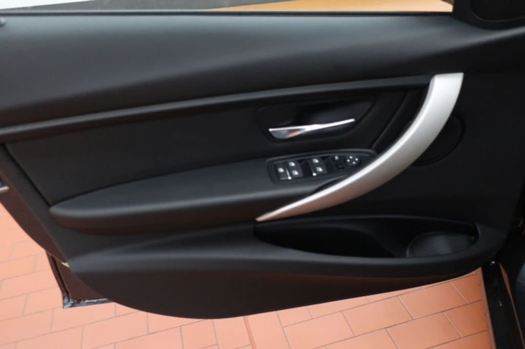 2018 BMW 3 Series 320i - 16945469 - 9