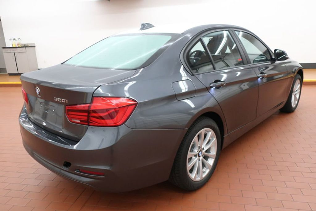 2018 BMW 3 Series 320i - 16945469 - 3