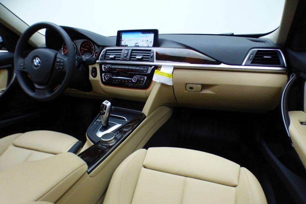 2018 BMW 3 Series 320i xDrive - 17366205 - 24
