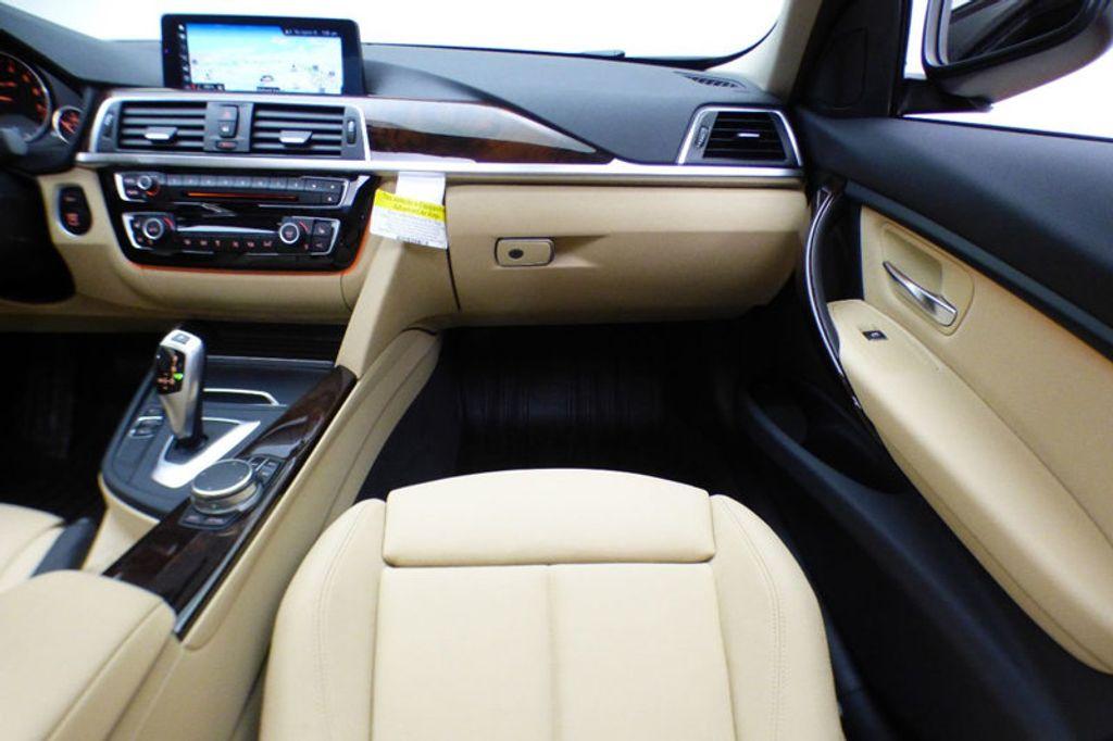 2018 BMW 3 Series 320i xDrive - 17366205 - 25
