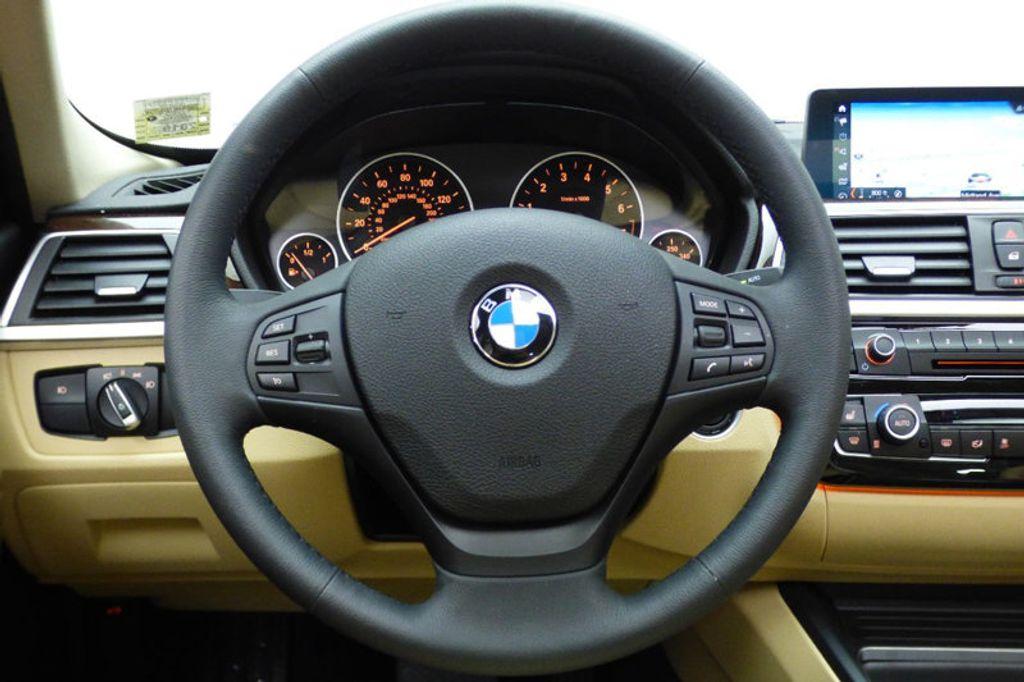 2018 BMW 3 Series 320i xDrive - 17366205 - 30