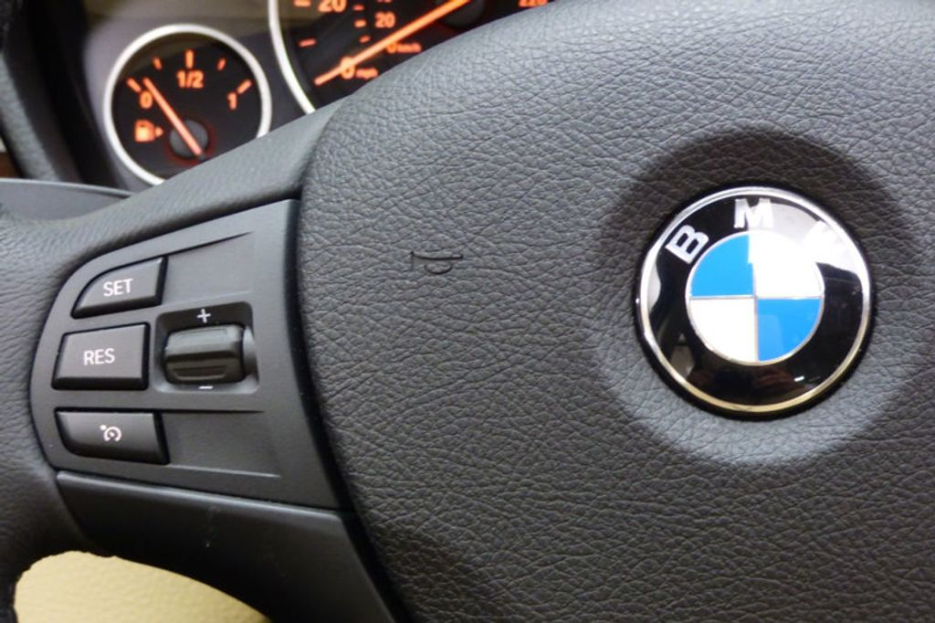 2018 BMW 3 Series 320i xDrive - 17366205 - 31