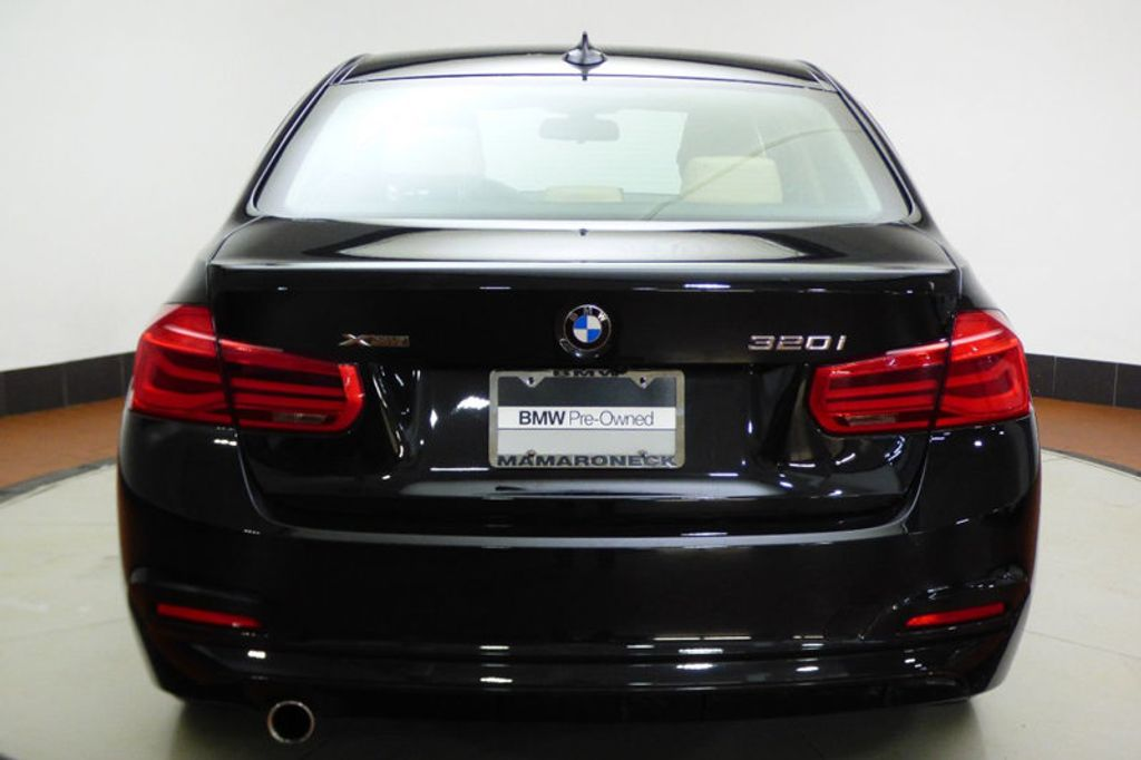 2018 BMW 3 Series 320i xDrive - 17366205 - 4