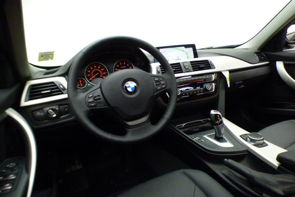 2018 BMW 3 Series 320i xDrive - 17696873 - 23