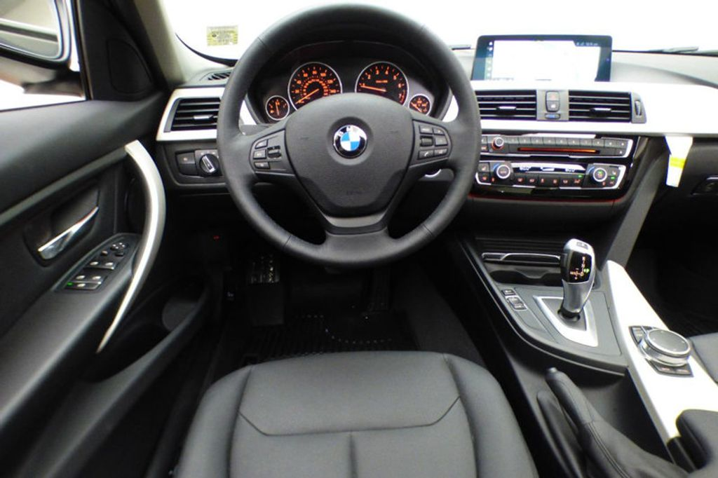 2018 BMW 3 Series 320i xDrive - 17696873 - 29