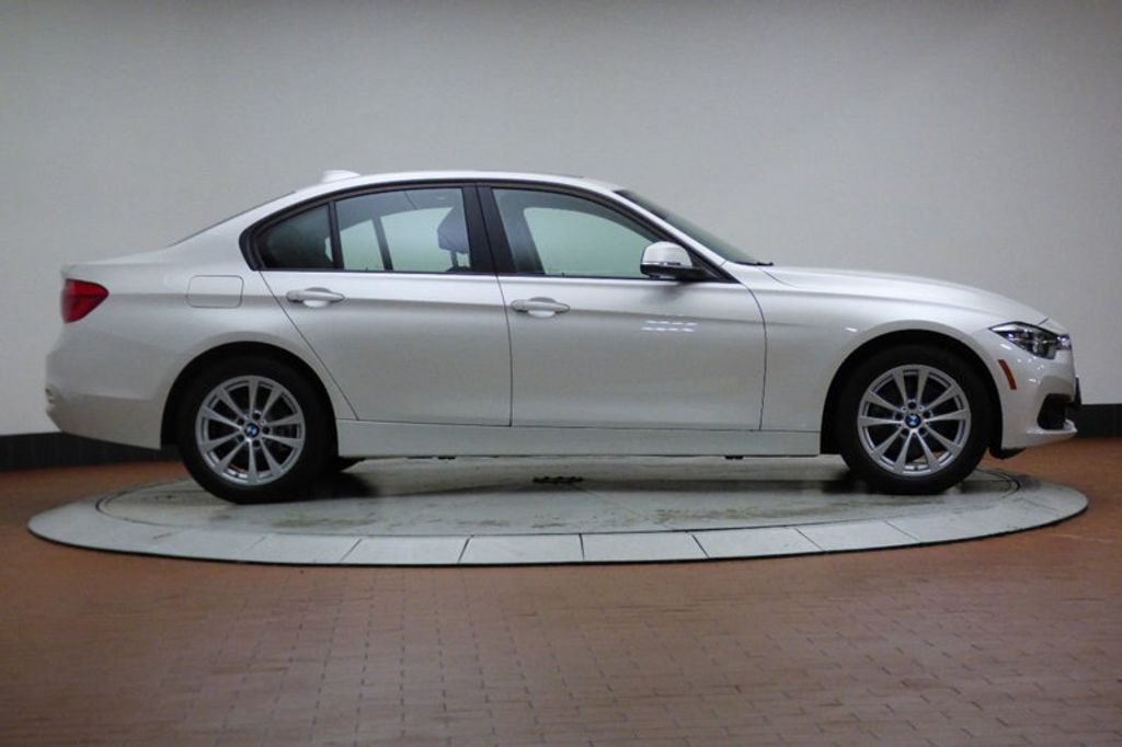2018 BMW 3 Series 320i xDrive - 17696873 - 4