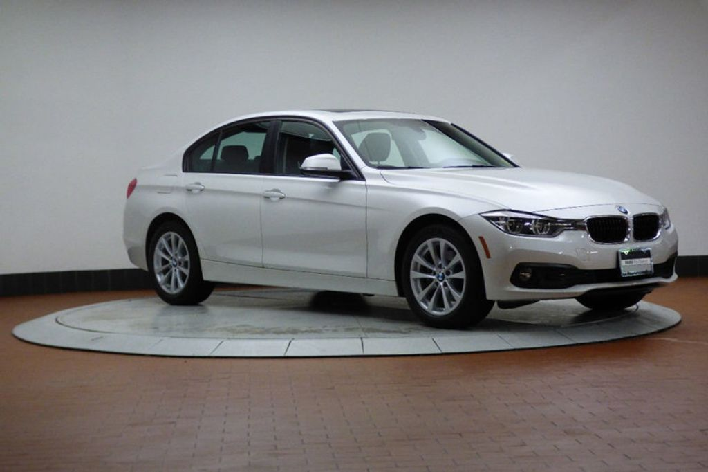 2018 BMW 3 Series 320i xDrive - 17696873 - 5