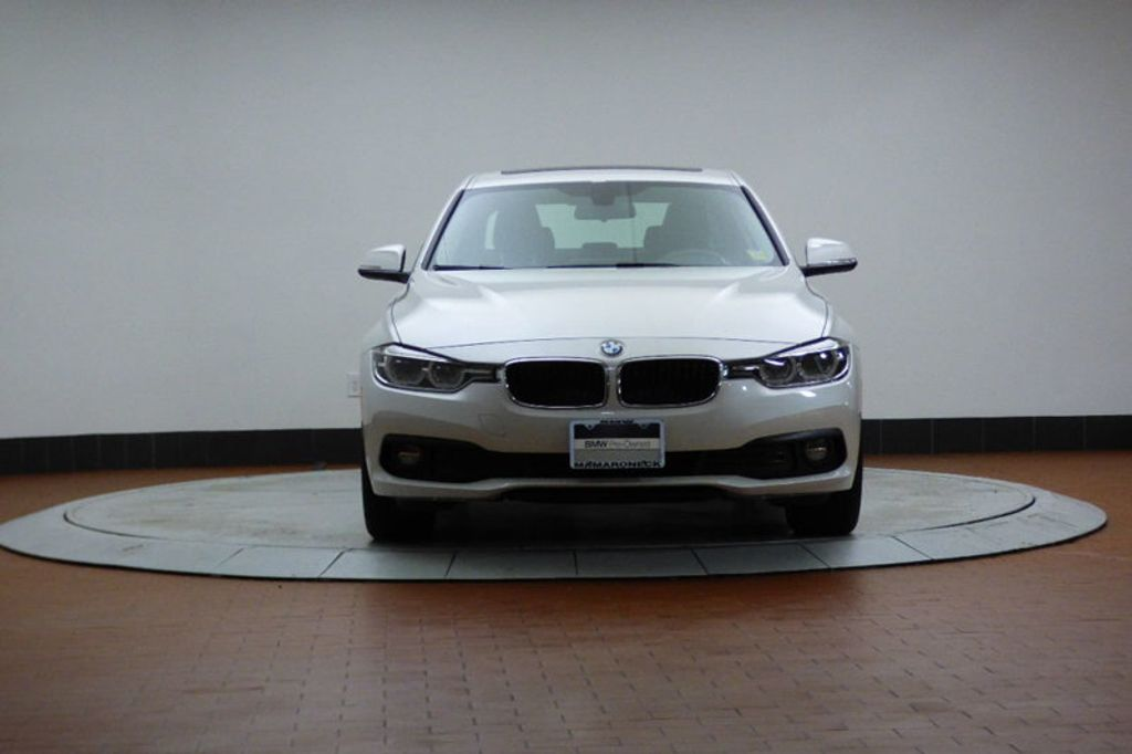 2018 BMW 3 Series 320i xDrive - 17696873 - 6