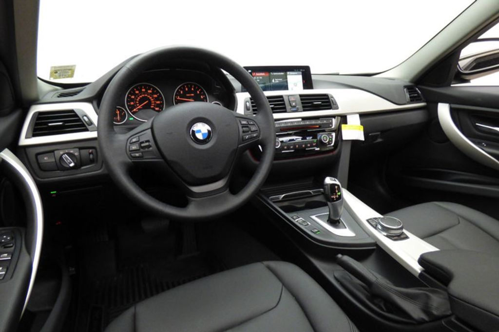 2018 BMW 3 Series 320i xDrive - 18052338 - 25