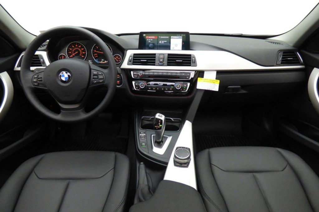 2018 BMW 3 Series 320i xDrive - 18052338 - 28