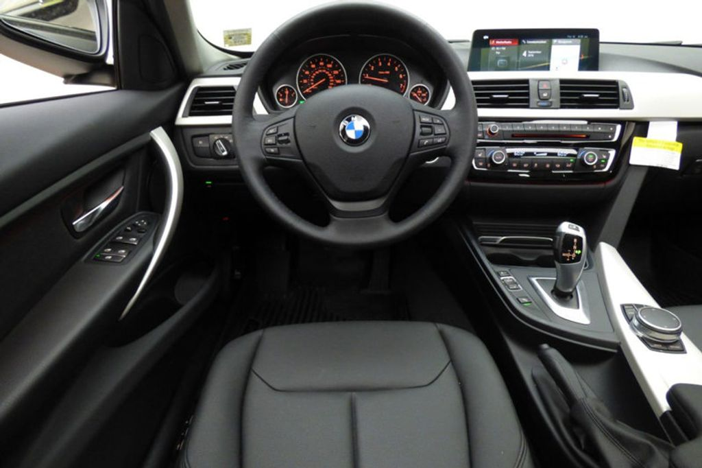 2018 BMW 3 Series 320i xDrive - 18052338 - 31