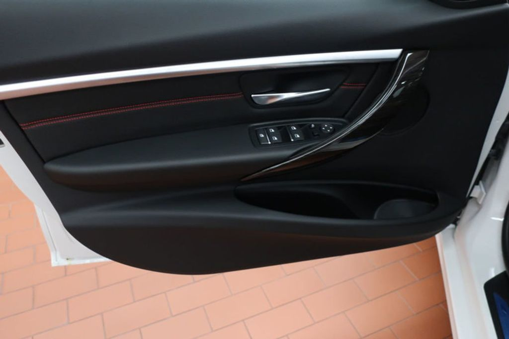 2018 BMW 3 Series 330i - 16688729 - 9