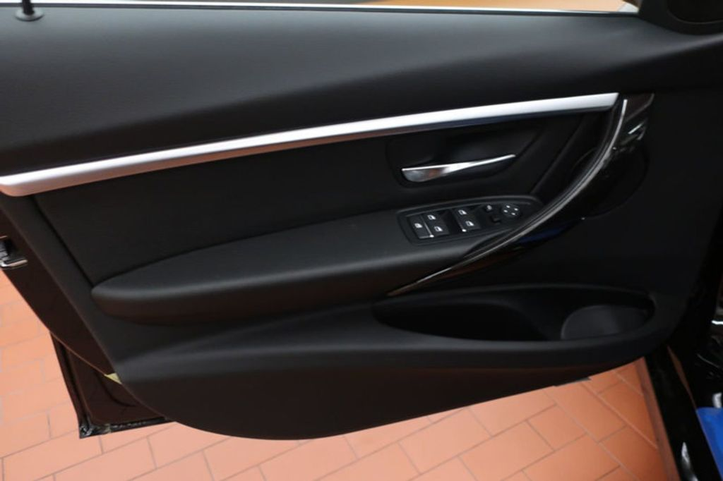 2018 BMW 3 Series 330i - 16883640 - 9