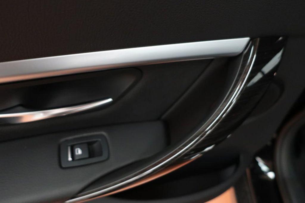 2018 BMW 3 Series 330i - 16883640 - 19