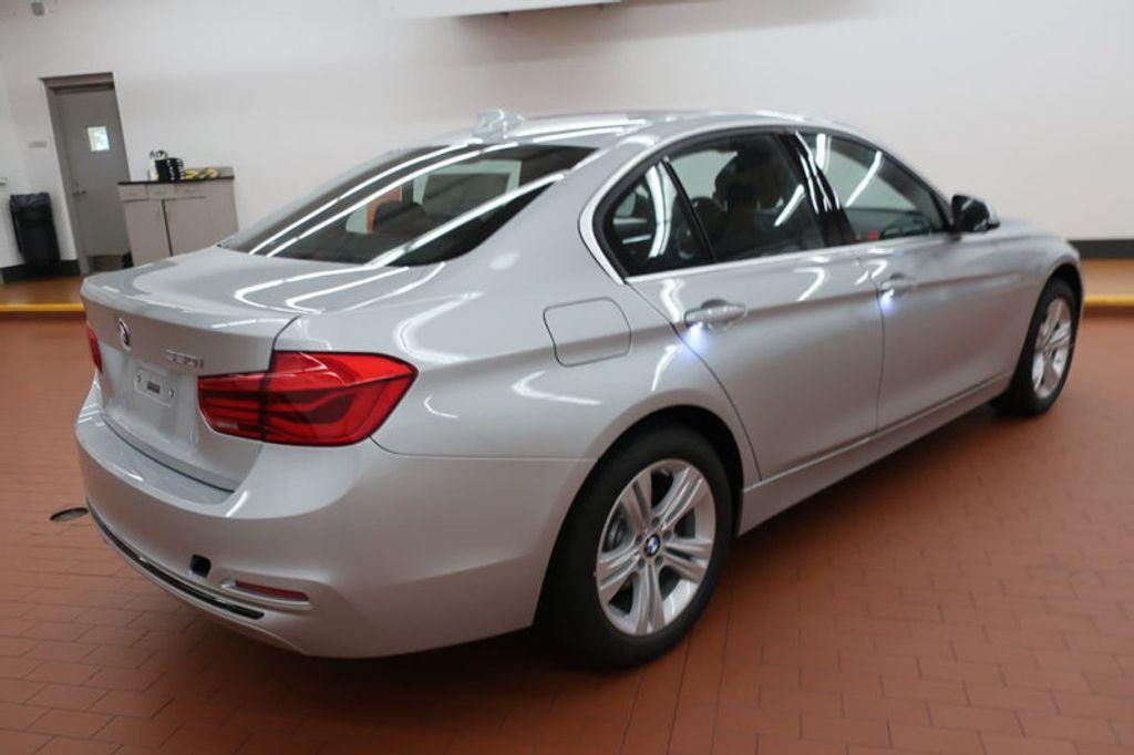 2018 BMW 3 Series 330i - 16904553 - 3